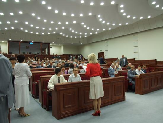 Руководству областного совета придется подумать как рассодить в зале еще 30 депутатов.